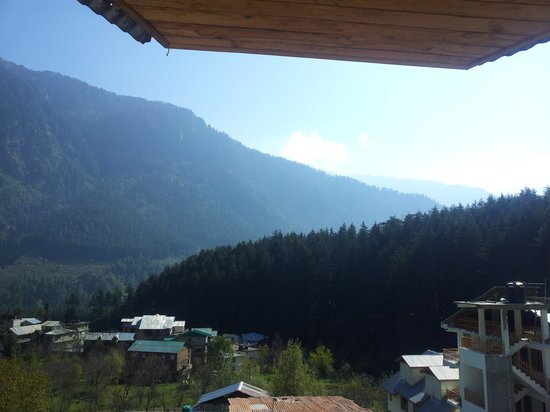 Manali Heights : View of Manali Hills from Deluxe Room