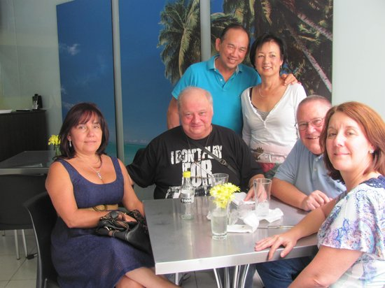 Aloha Bar and BBQ: The gang with Jerry & Sandy