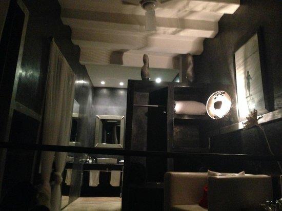 Riad Lola: The bathroom