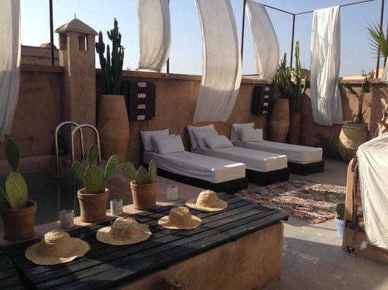Riad Lola: Swimming pool area