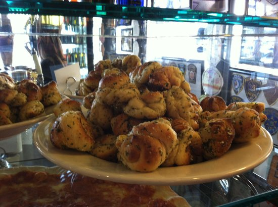 Danny's Pizzeria: Garlic knots