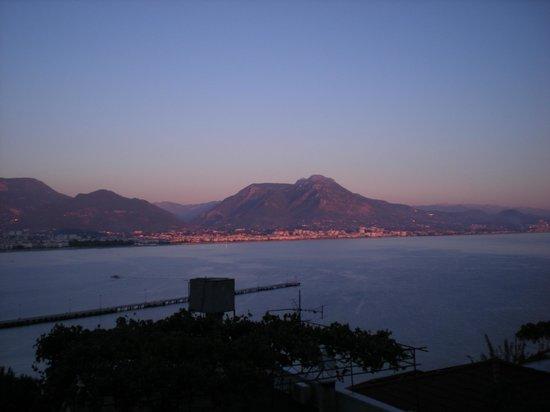 Hotel Villa Turka: Taurus mountains across bay