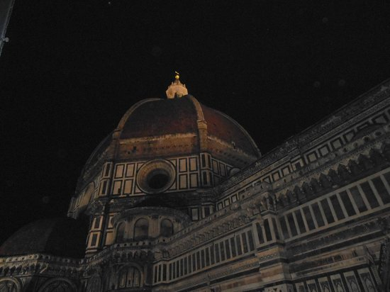 Hotel Duomo Firenze: Evening view of the Duomo from our room