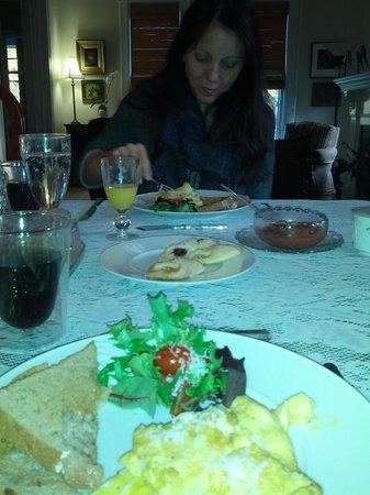 Lake & Vine Bed and Breakfast: Breakfast