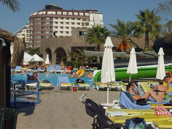 Saturn Palace Resort: The pool area we liked