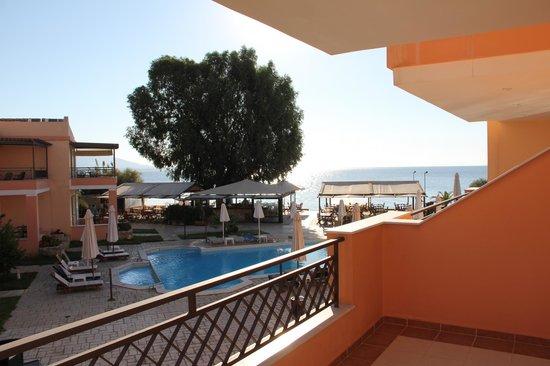 Avantis Suites Hotel : uitzicht vanaf het balkon