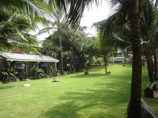 Oriental Pearl Beach Resort: Территория гостиницы