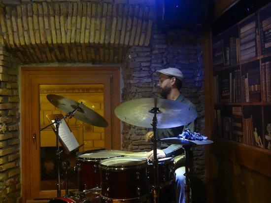 Gregory's Jazz Club: Baterista