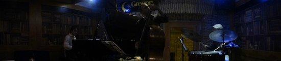 Gregory's Jazz Club: Bajista