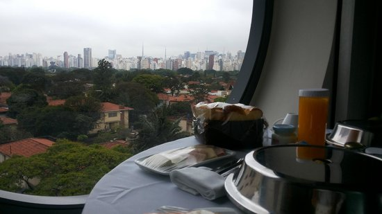 Hotel Unique: Vista do café da manhã no quarto