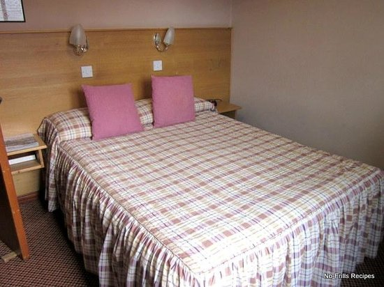 Whin Park Guest House: Twin bedroom