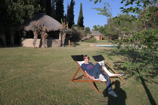 Chrislin African Lodge: Die super Gartenanlag mit Blick ins Grüne