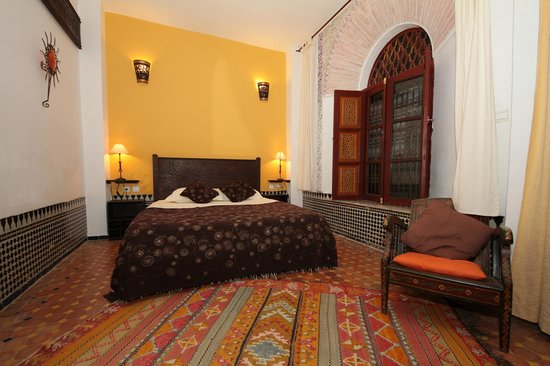 Riad El Ma: Our yellow suite.