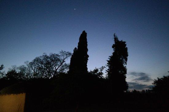 Chrislin African Lodge: Der Sonnenuntergang im schönen Garten