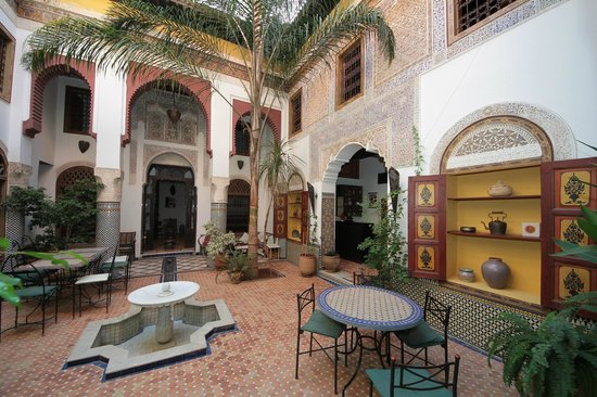 Riad El Ma: Patio at the ground floor.
