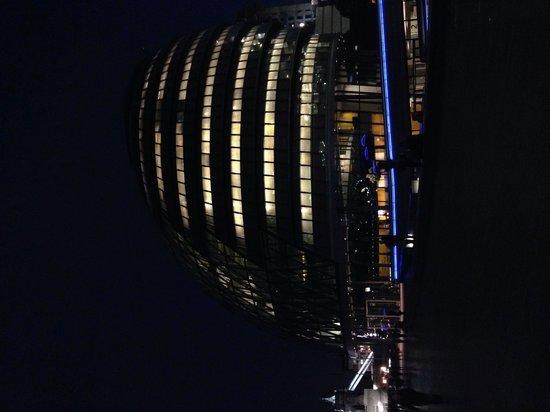 Il city hall al buio