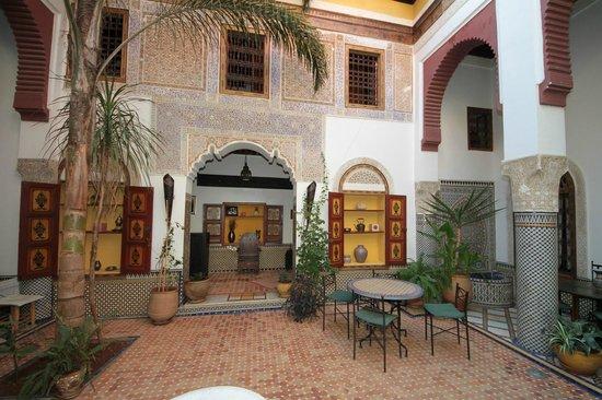 Riad El Ma : Patio at the ground floor.
