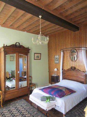 "Manoir de l""Hermerel : Large upstairs bedroom"
