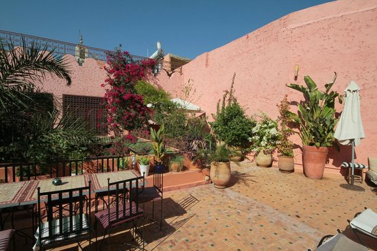 Riad El Ma: The large roof terrace.