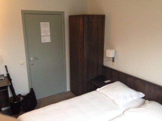 Hotel du Congres: Room