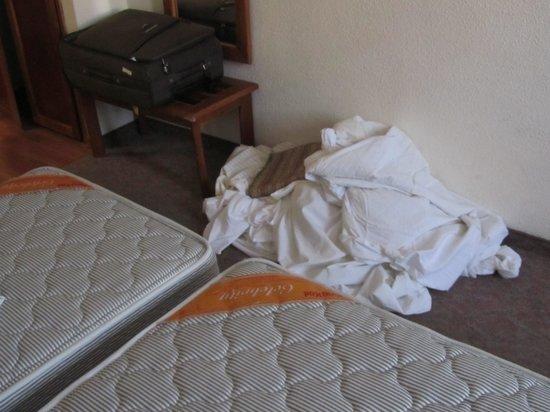Jerusalem Gate Hotel: Ropa cama
