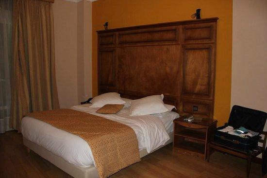 Rembrandt Hotel: dormitorio habitación 103