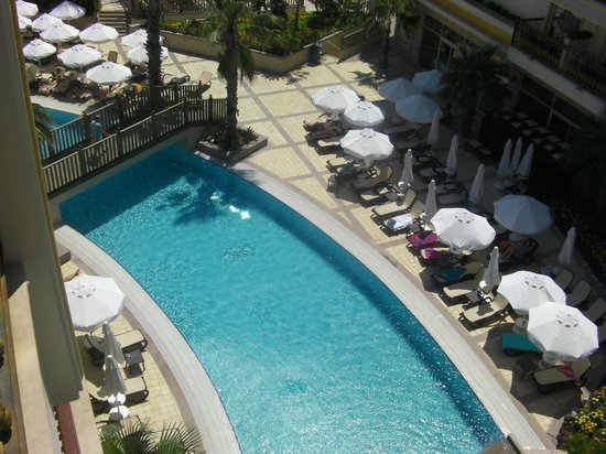 Crystal Palace Luxury Resort & Spa: Quiet Area By The Pool