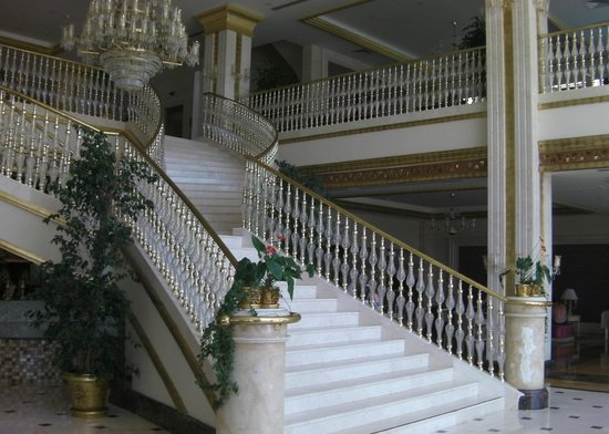 Crystal Palace Luxury Resort & Spa: Staircase