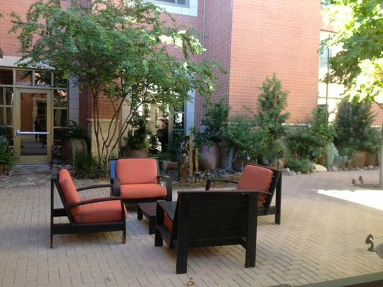 Courtyard by Marriott Dallas Allen at the John Q. Hammons Center: Outdoor patio