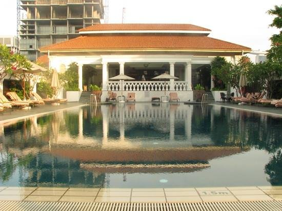 Raffles Hotel Singapore: The swimming pool.