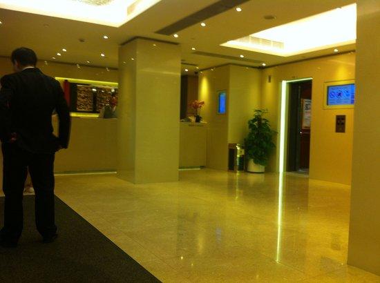 Shamrock Hotel: Reception