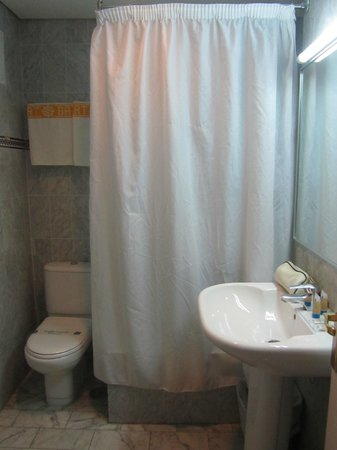 Minuscule salle de bains foto van hotel puertobahia - Minuscule salle de bain ...