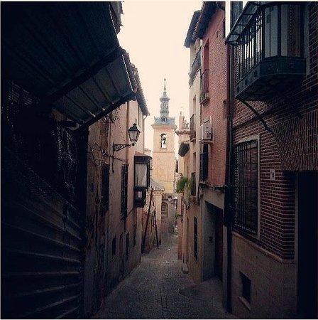 Hotel San Juan de los Reyes: Узкие улицы старого Толедо