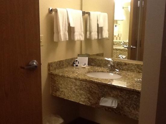 AmericInn Lodge & Suites Princeton: 2nd Sink