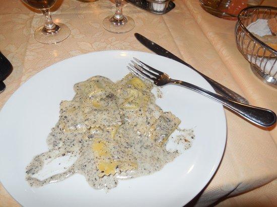 Hotel Country Club: Ottimi ravioli in salsa di tartufo!!!