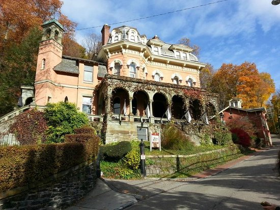 Harry Packer Mansion Inn : Front of Harry Packer with Carriage House
