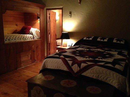 Historic Smithton Inn: Bedroom of the Tailor's Cottage