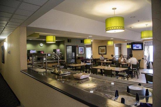 Crystal Inn Hotel & Suites Salt Lake City - Downtown: breakfast area