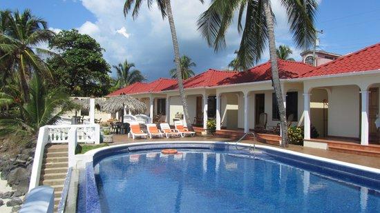 Casa Canada: Pool Area