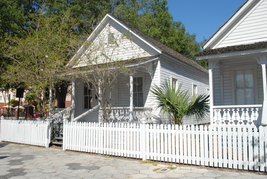 Ybor City Historic Walking Tours : The Old