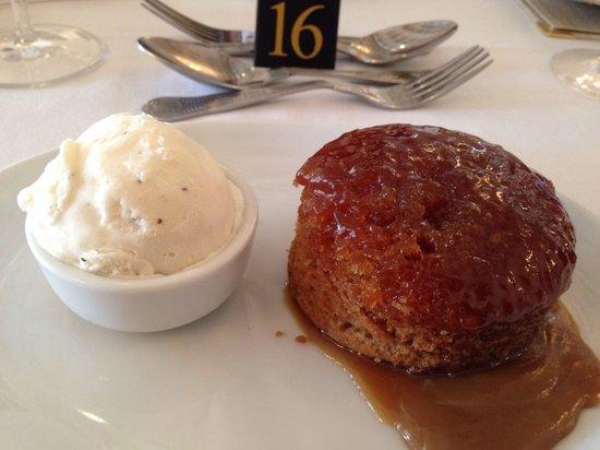 De Rougemont Manor: Delicious and light treacle sponge and vanilla ice cream