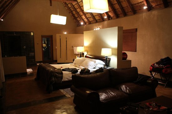 Nkorho Bush Lodge: Spacious bedroom