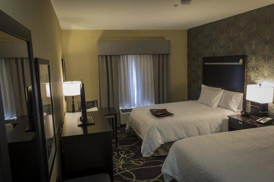 Hampton Inn & Suites Lansing West: Guest Room