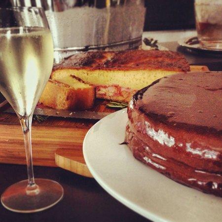 Champanheria da Baixa: Champagne & chocolate cake