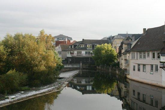 PK Parkhotel Kurhaus: Дома над речкой