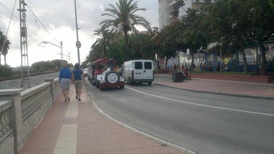 Hotel Sorra Daurada Splash : Улица перед отелем.