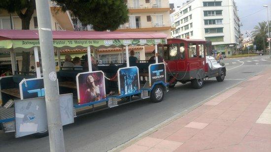 """Hotel Sorra Daurada Splash : """"Наш"""" паровозик-помощник путешествий."""