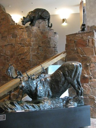 National Museum of Wildlife Art: Cougar and moose scuplatures on lobby
