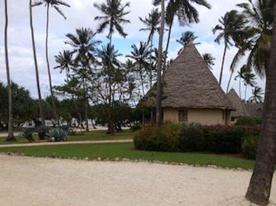 Neptune Pwani Beach Resort & Spa: domki w otoczeniu zieleni