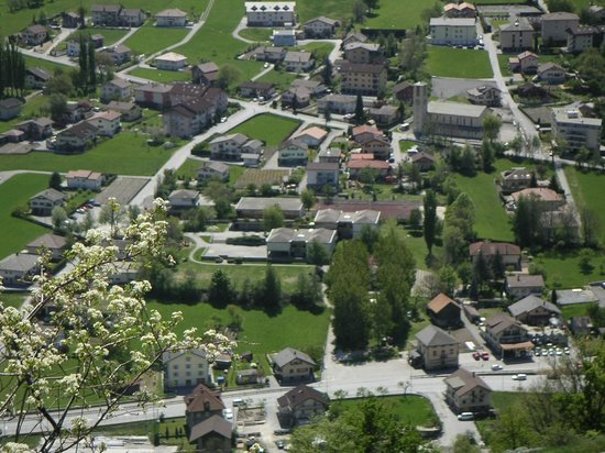 Thermal Hotels und Walliser Alpentherme & Spa: Вид с развязки по дороге в отель